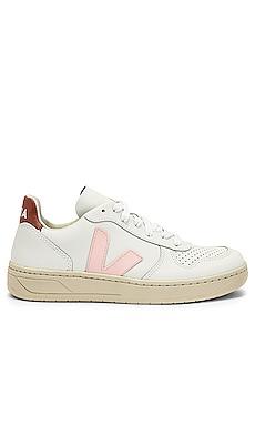 V 10 Sneaker Veja $150