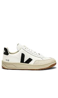 V 12 Sneaker Veja $140