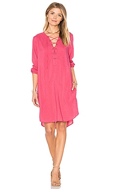 Zoey Lace Up Dress en Cerise