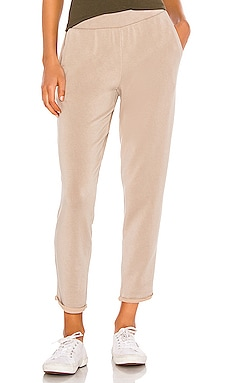 PANTALON SWEAT SUE Velvet by Graham & Spencer $98