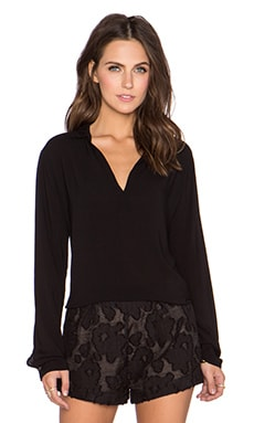 Velvet by Graham & Spencer Delores Rayon Challis Top en Noir