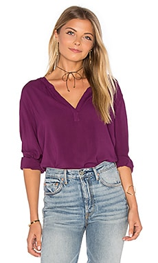 Rosie Long Sleeve V Neck Blouse en Freesia