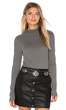 Talisia Long Sleeve Turtleneck Top en Charcoal