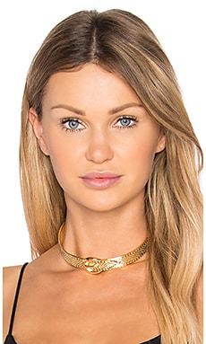 Queens Buckle Choker in Gold