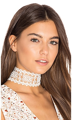 Dolly Choker