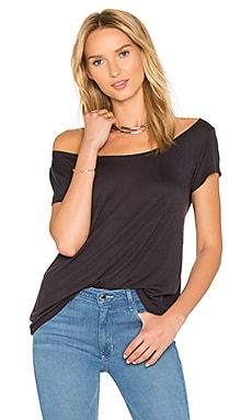 The Vamp Off Shoulder Tee in Gray