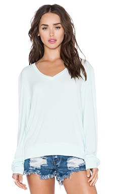 Wildfox Couture Essential Baggy Beach V Neck Tee in Pool Dip