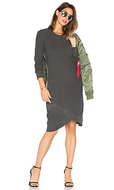 Cross Hem Long Sleeve Dress en Distressed Black