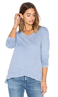 Slub Slouchy Mock Hem V Neck en Dirty Blue