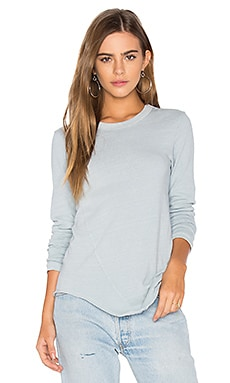 Twist Seam Shirttail Tee en Powder Blue