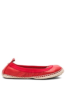 Lara Flat in Engine Red