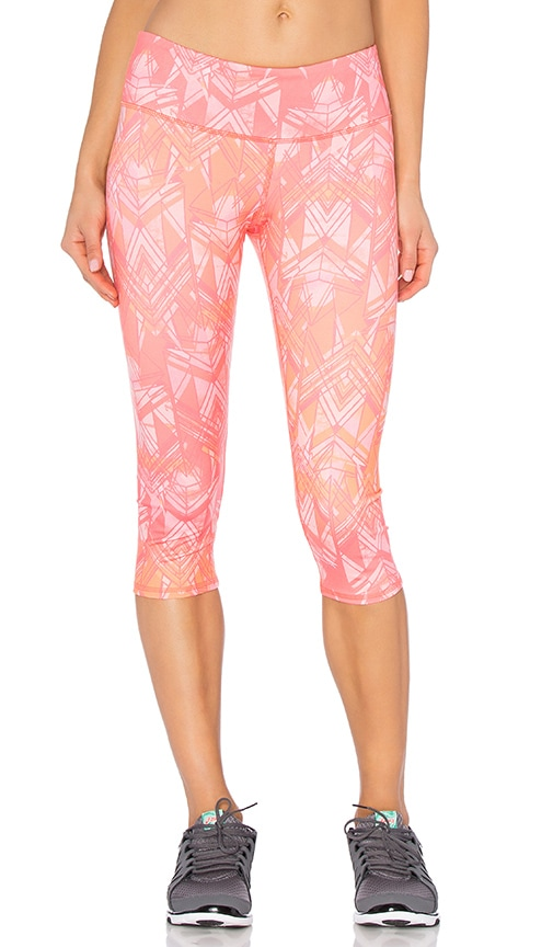 alo Airbrush Capri in Guava Indio