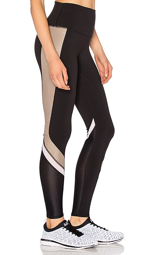 3e49aa61b3e588 alo Elevate Legging in Black & Gravel Glossy & White | REVOLVE