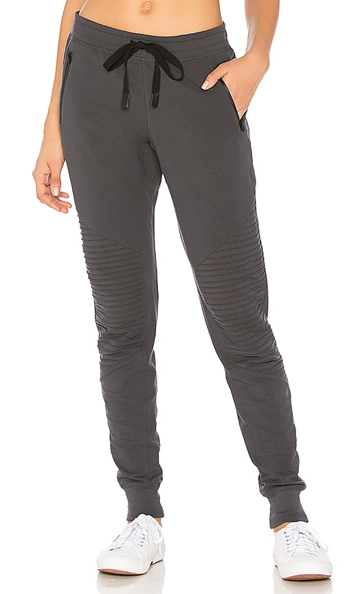 alo Urban Sweatpant in Charcoal