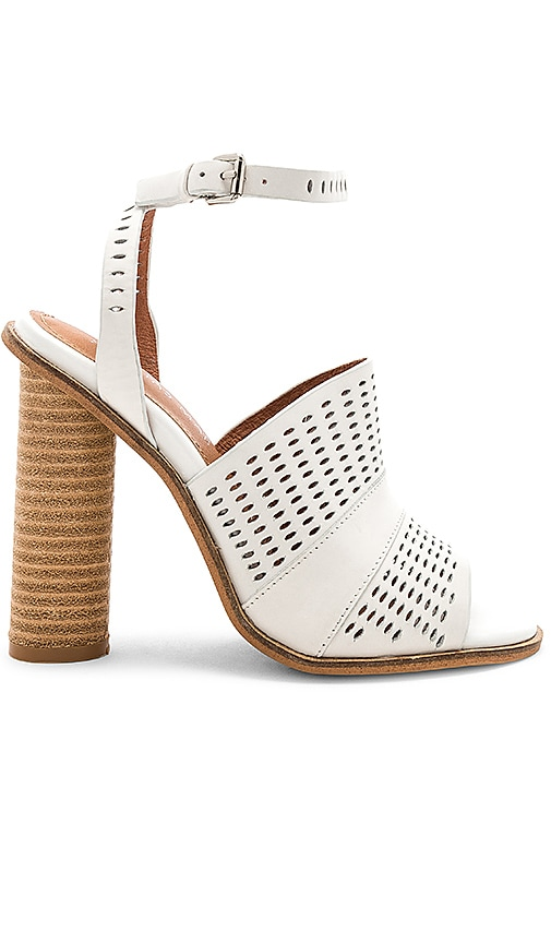 Alias Mae Affect Sandal in Light Gray