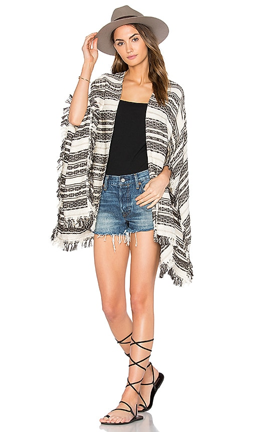 AMUSE SOCIETY Maricopa Poncho in Cream