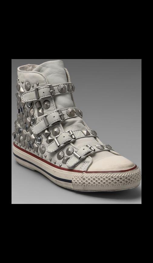 Victim Sneaker