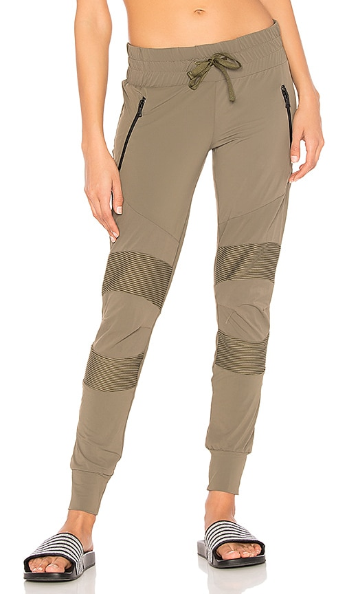 BELOFORTE Spring Track Pant in Army
