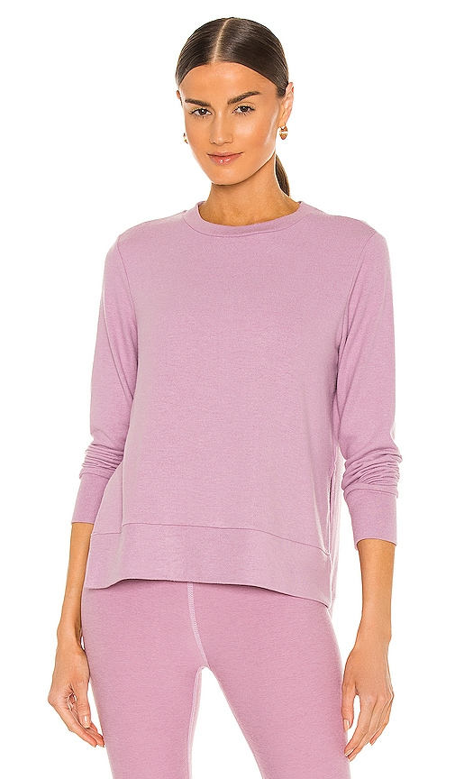 Beyond Yoga Just Chillin Long Sleeve Pullover in Pink.