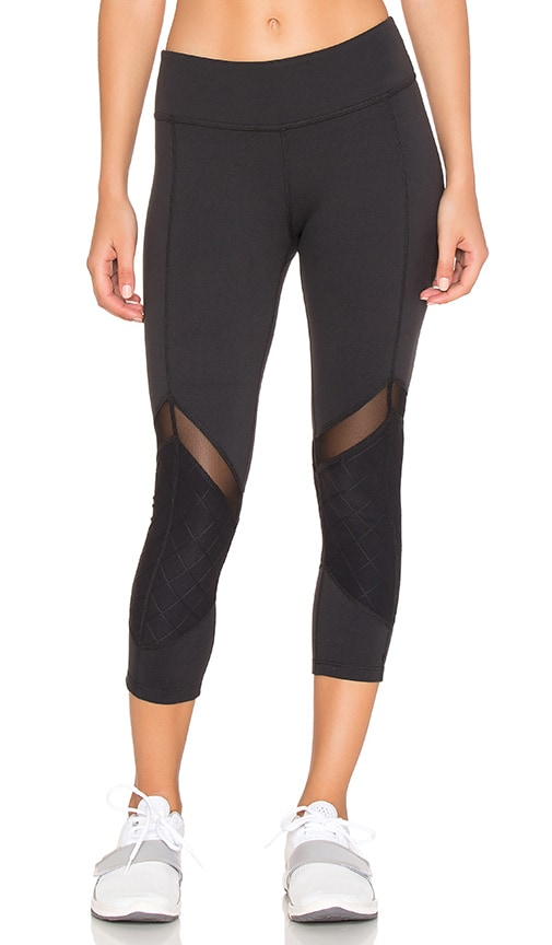 Quilted Arrow Mesh Capri Legging