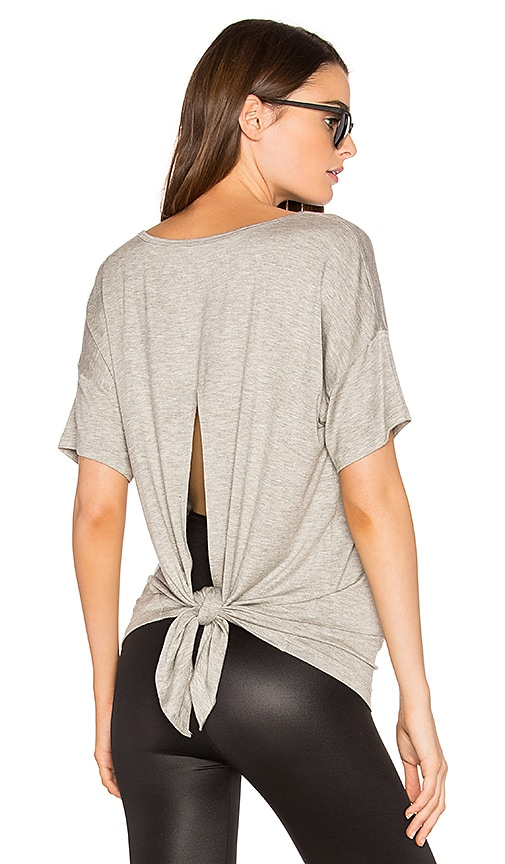 Beyond Yoga Roll the Slice Tee in Gray