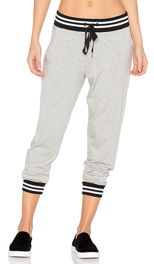 Beyond Yoga Varsity Cropped Sweatpant in Gray
