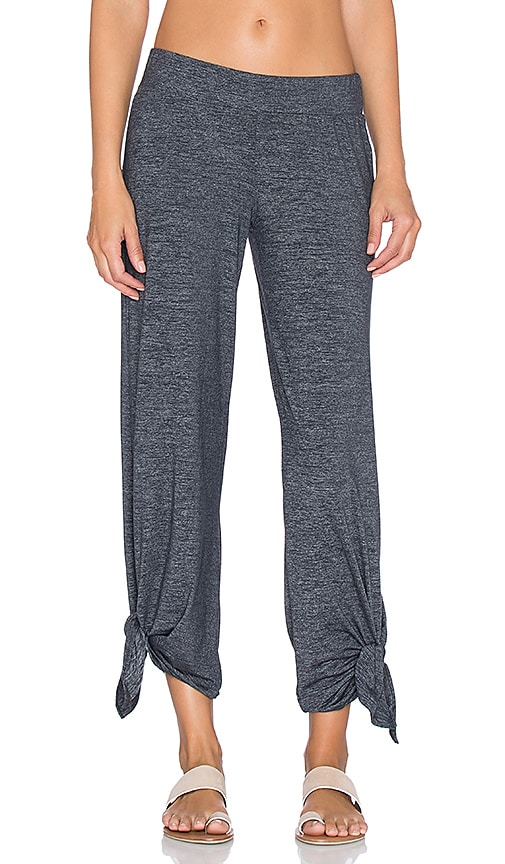 Beyond Yoga Cloud Heather Ankle Tie Pant in Heather Grey