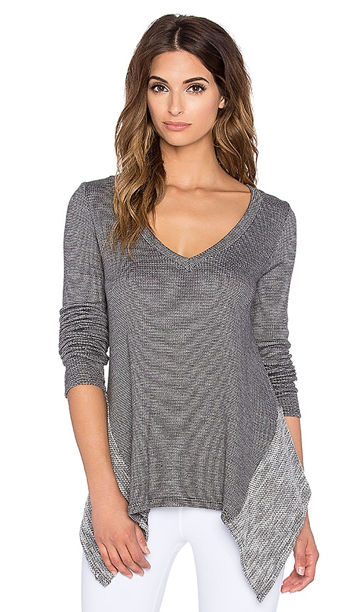 Beyond Yoga Double Faced Hi Low Pullover in Heather Black & White