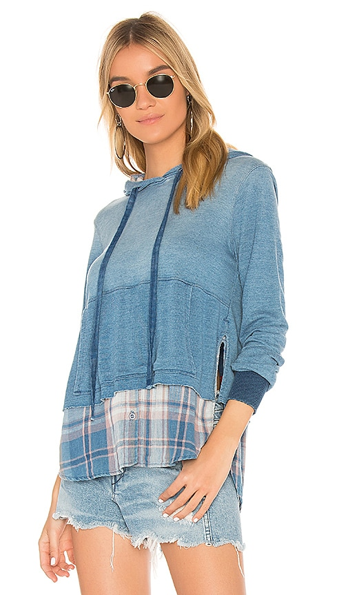 Bella Dahl Shirt Tail Hoodie in Blue