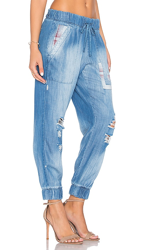 Bella Dahl Distressed Joggers in Blue