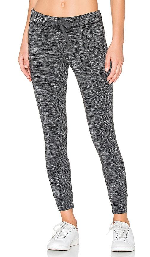 Bella Dahl Skinny Sweatpant in Gray