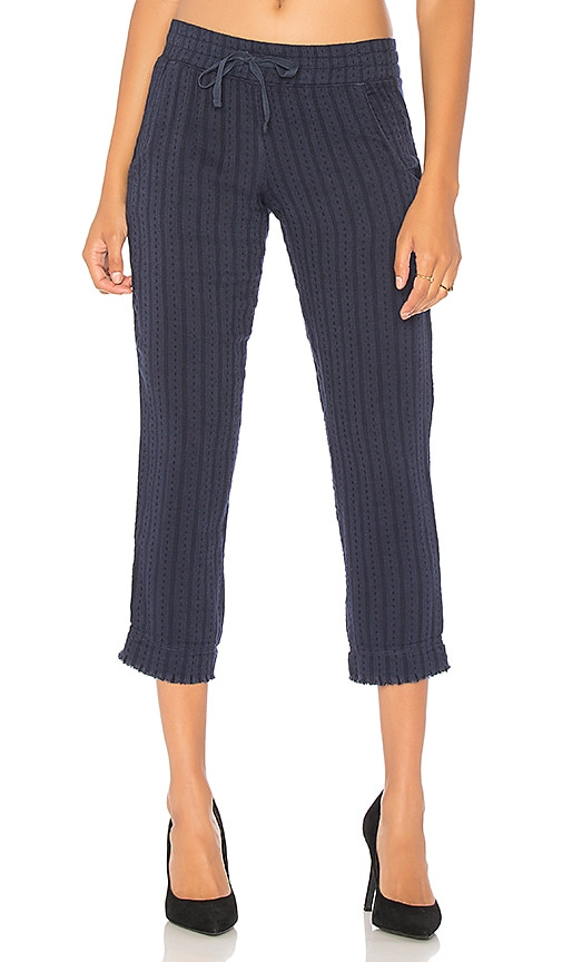 Bella Dahl Frayed Cropped Pant in Navy
