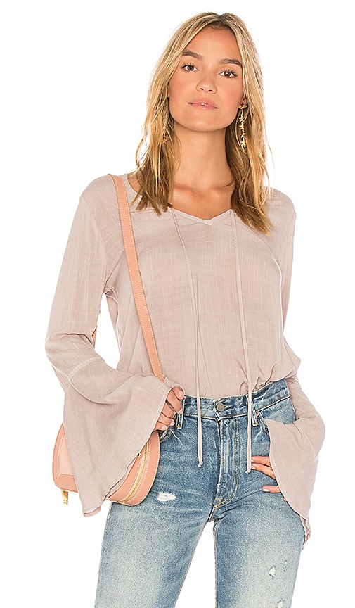 Bella Dahl Bell Sleeve V Neck Top in Taupe