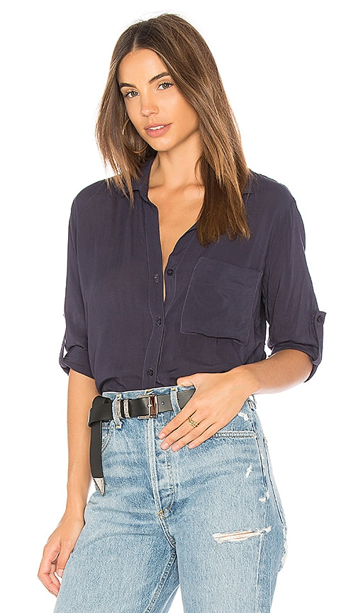Bella Dahl Shirt Tail Button Down Top in Navy