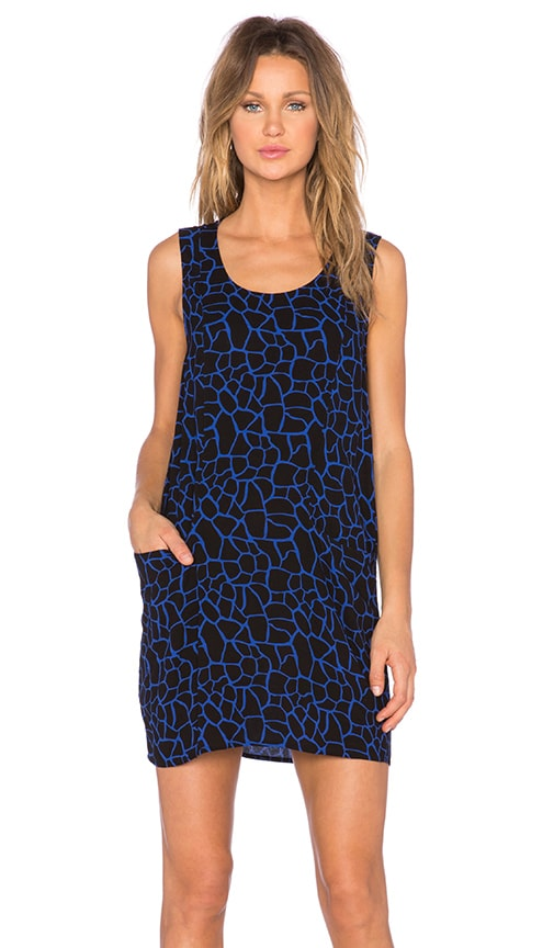 Bella Luxx Sleeveless Shift Dress in Oslo Print