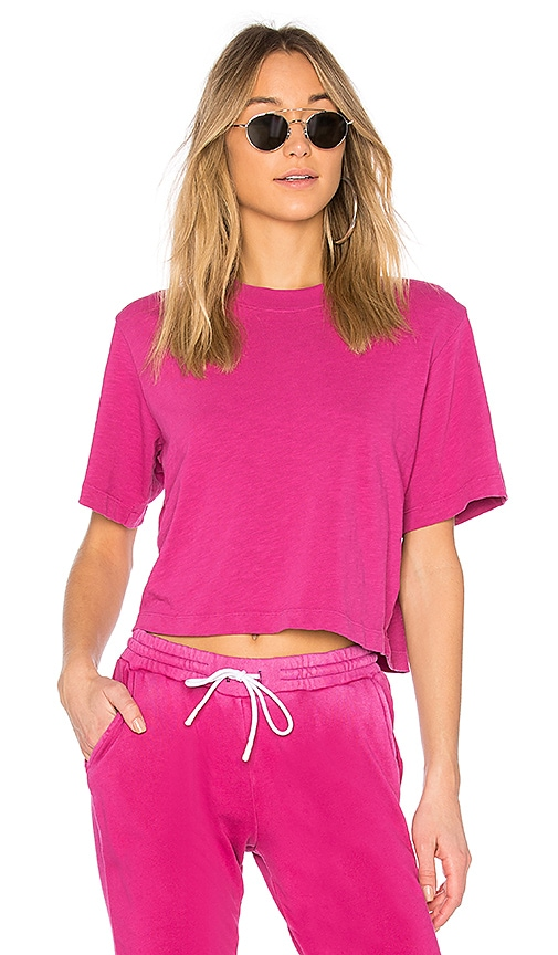 COTTON CITIZEN The Tokyo Crop Tee in Fuchsia
