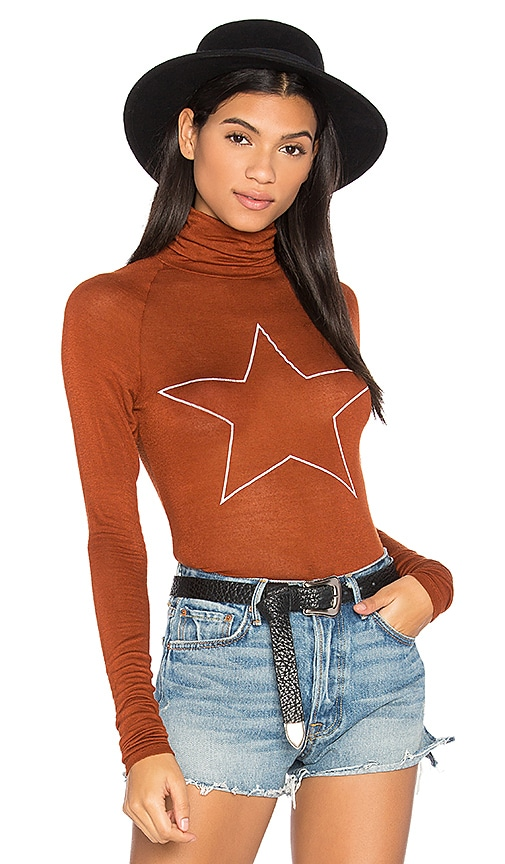 Daydream Nation Sleepy Central Perk Star Tee in Brown