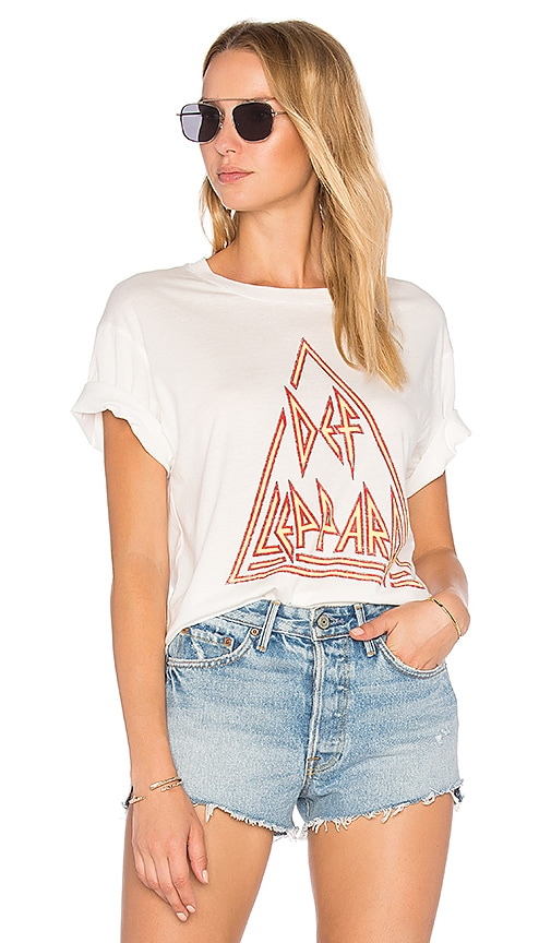 DAYDREAMER Def Leppard Tour 88 Boyfriend Tee in White