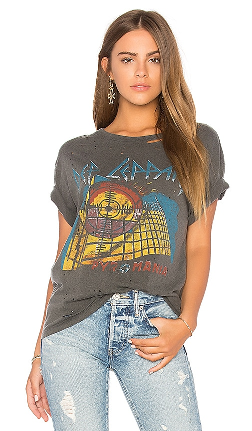 DAYDREAMER Def Leppard Boyfriend Tee in Charcoal