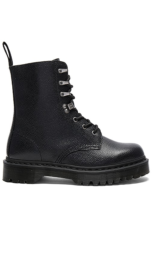 Dr. Martens Para Boot in Black