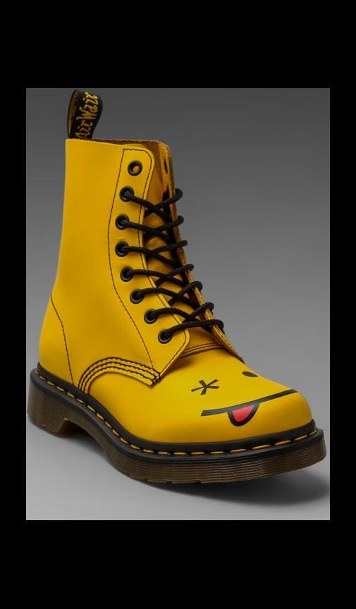 Smiley 8-Eye Boot