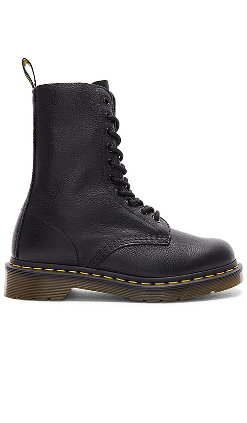 Dr. Martens 1490 Boot in Black