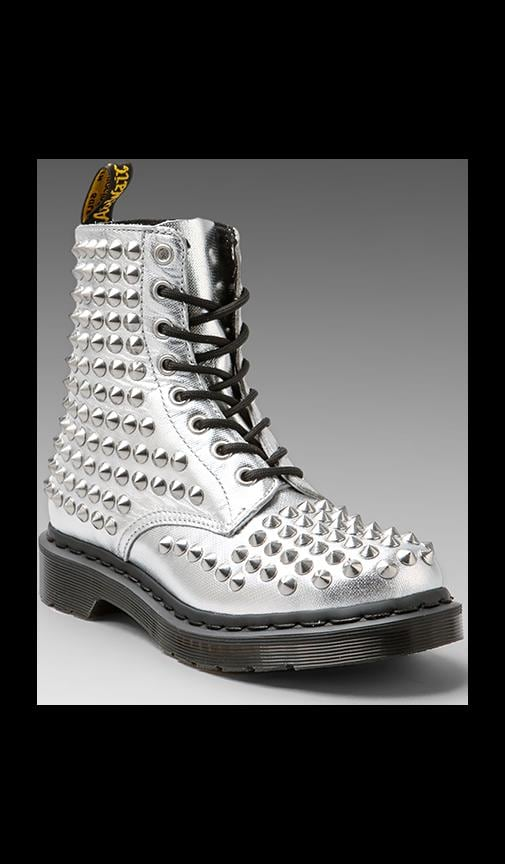 Stud 8-Eye Boot