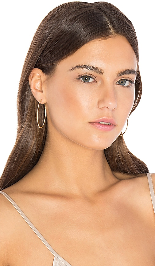 EF COLLECTION Oval Hoop Earring in Metallic Gold