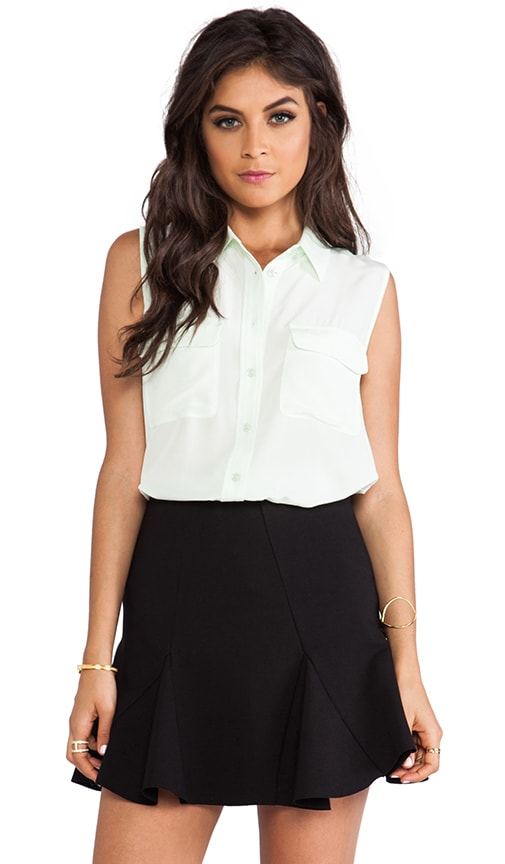 Sleeveless Slim Signature Blouse