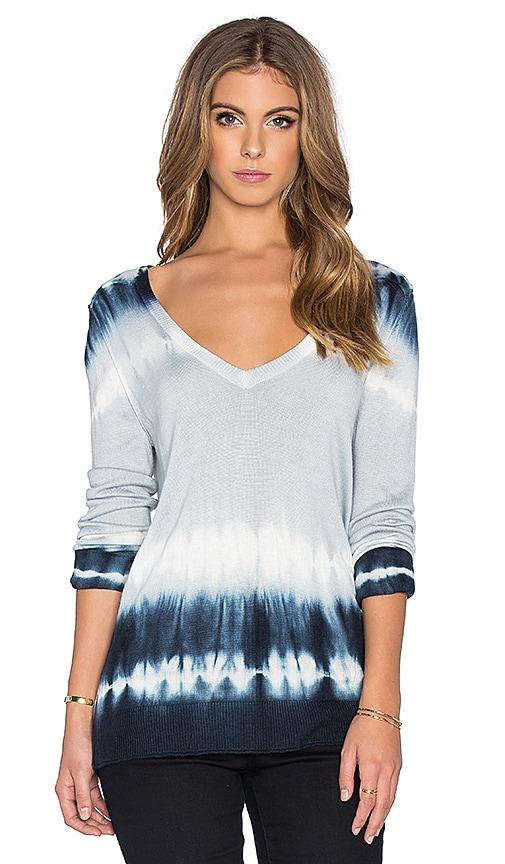 Feel the Piece Ville V Neck Sweater in Navy Tie Dye