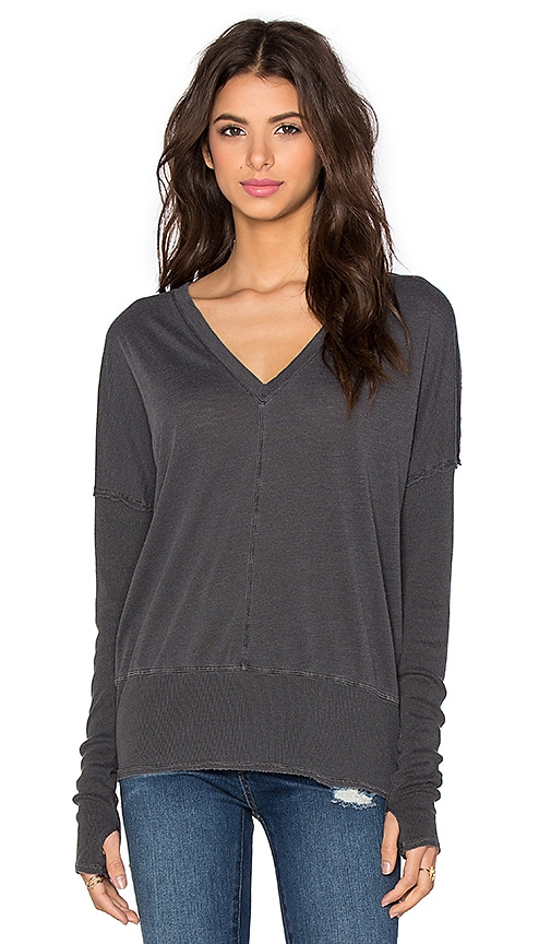 Feel the Piece Roeman Top in Off Black
