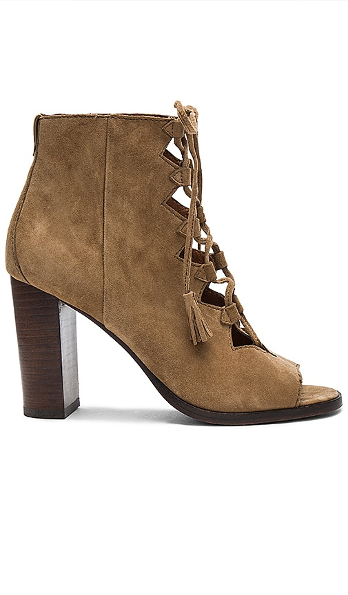 Frye Gabby Ghillie Heel in Tan