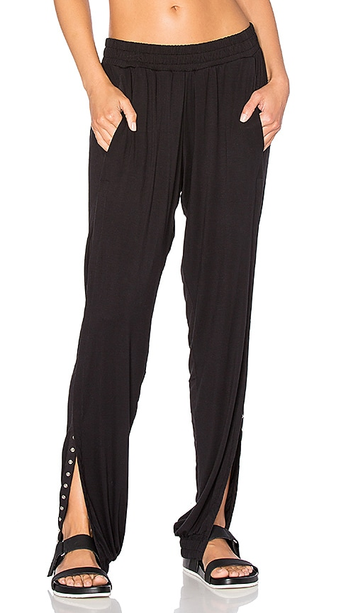 Haute Body Central Park Jogger Pant in Black