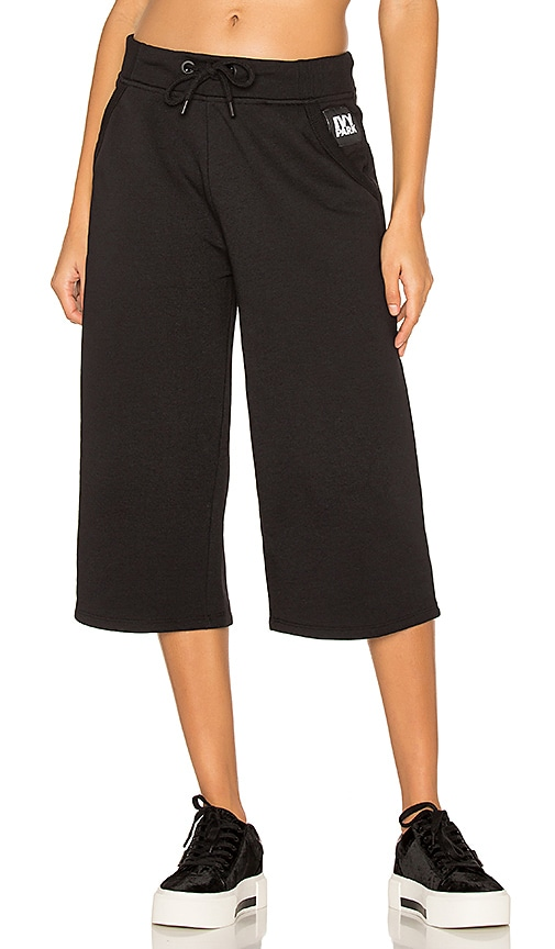 IVY PARK Cropped Sweatpants in Black